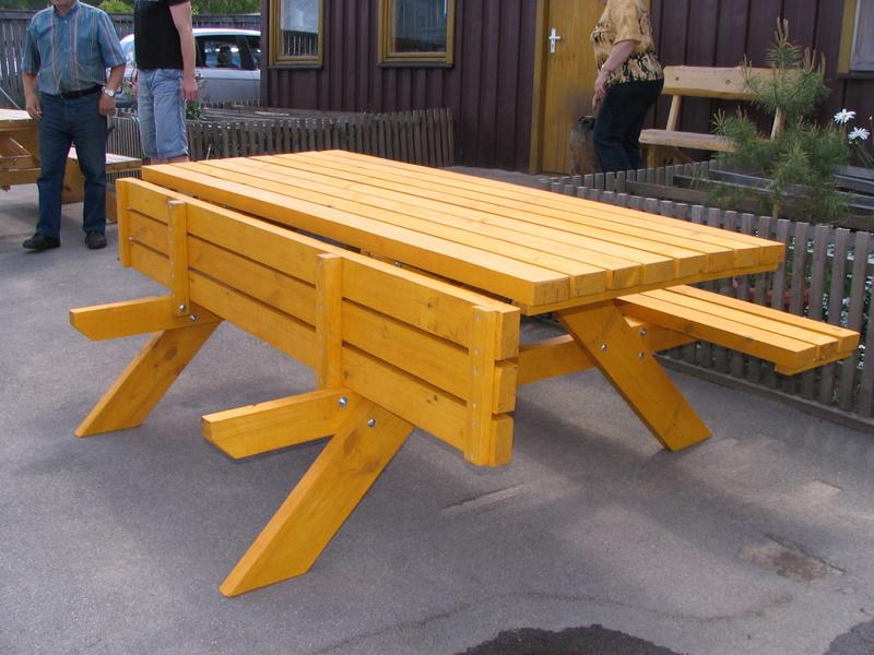 Длинный деревянный стол для застолья своими руками 41